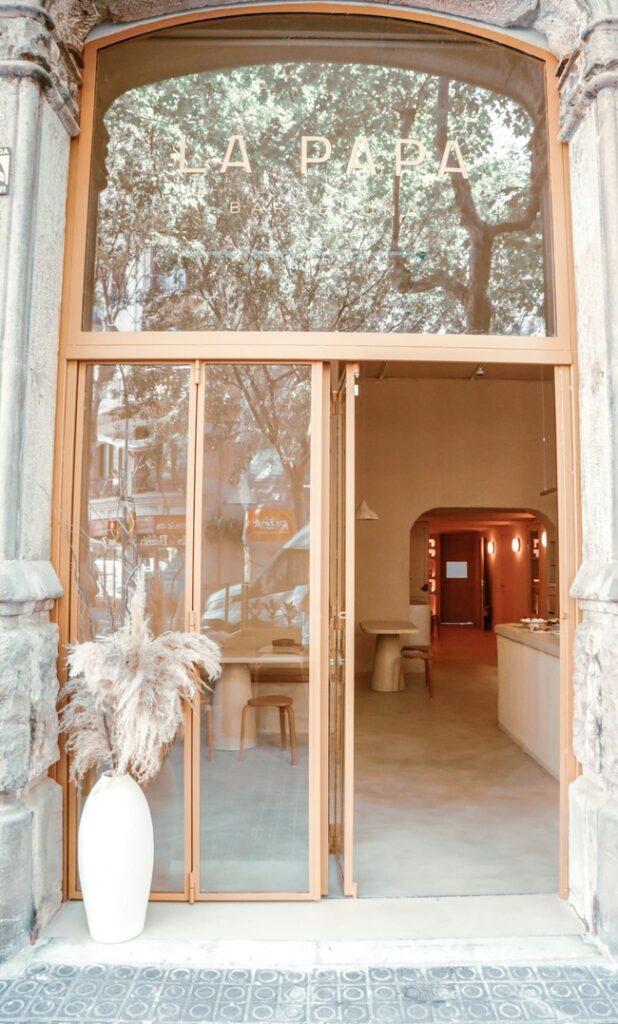 Puerta principal restaurante La Papa Barcelona